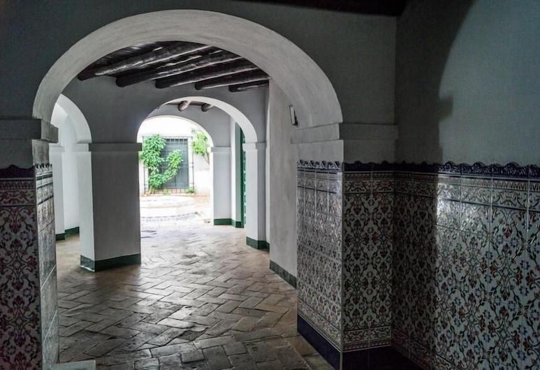 Mihrab, Córdoba, Ulkopuoli