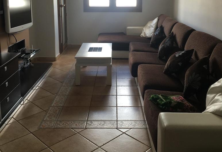 APP NBL, Allyene, Apartmán, nefajčiarska izba, výhľad na záhradu, Obývacie priestory