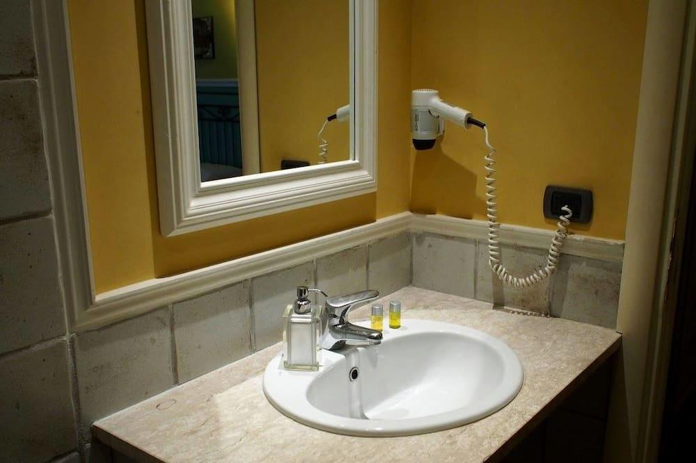 家庭客房 - 浴室洗手盤