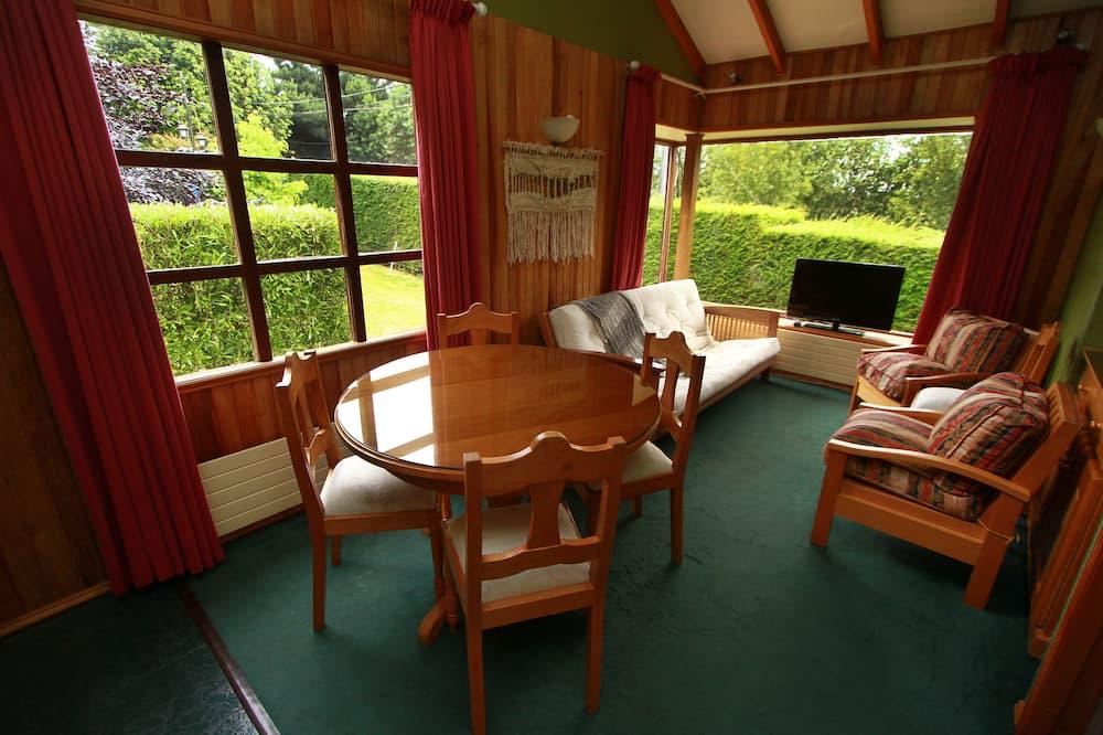 Cabane Familiale, plusieurs lits, accessible aux personnes à mobilité réduite, vue ville - Coin séjour