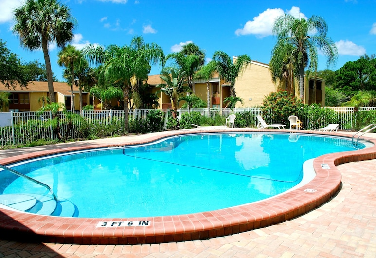 S!lowest Rates in the Area!!spring Special!heated Pool!wifi!close to Siesta Key!, סרסוטה, בריכה