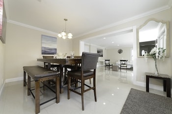 Picture of Luxury Villa Oasis & Private Pool in Pompano Beach