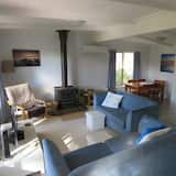 House, 3 Bedrooms (1 Queen, 2 Single, 1 Tri-bunk) - Living Area