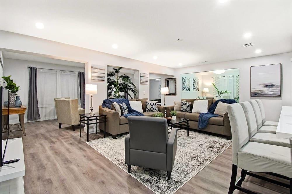 Comfortable Luxurious Home min to Beach W/hottub, Hallandale Beach