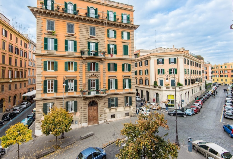 RSH San Cosimato Luxury Bright Apartment, Rome, Front of property