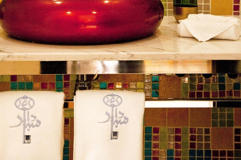 Signature Double Room (Mick Jagger) - Bathroom