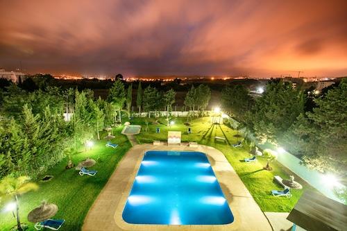 卡波内格罗里维埃拉海滩公寓酒店/