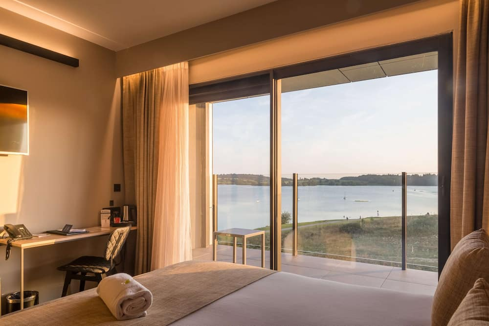 Standard Room, 1 King Bed, Non Smoking, Lake View - Guest Room
