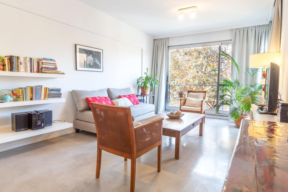 Superior Apartment, 1 Queen Bed with Sofa bed, Non Smoking, City View - Living Area