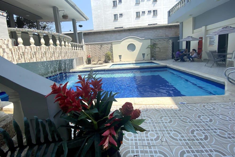 Hotel Puerta de Oro