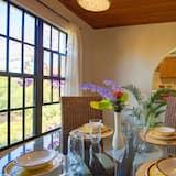 Premium-lejlighed - 1 queensize-seng - ikke-ryger - udsigt til have - Spisning på værelset