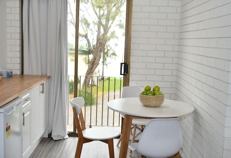 溫當飯店, 溫當恩, 客房, 湖景, 湖畔 (Balcony Q+S Rooms), 客房餐飲服務