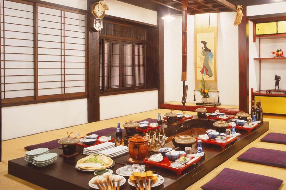 Traditional Δωμάτιο (Large, Japanese Style) - Τραπεζαρία σε ryokan