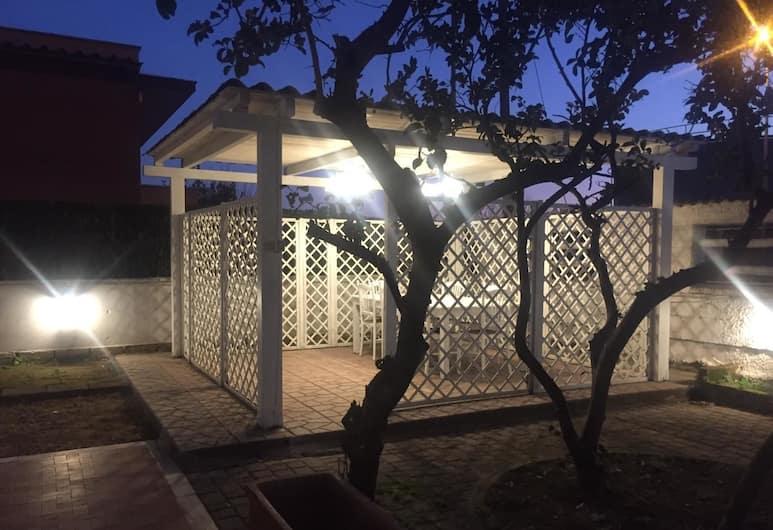 Fiumicino A57, Fiumicino, Courtyard
