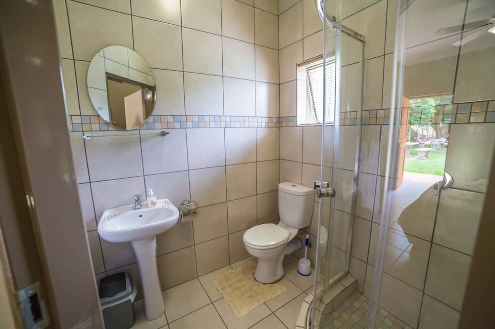 Deluxe Room, 1 Queen Bed, Non Smoking, Garden View - Bathroom