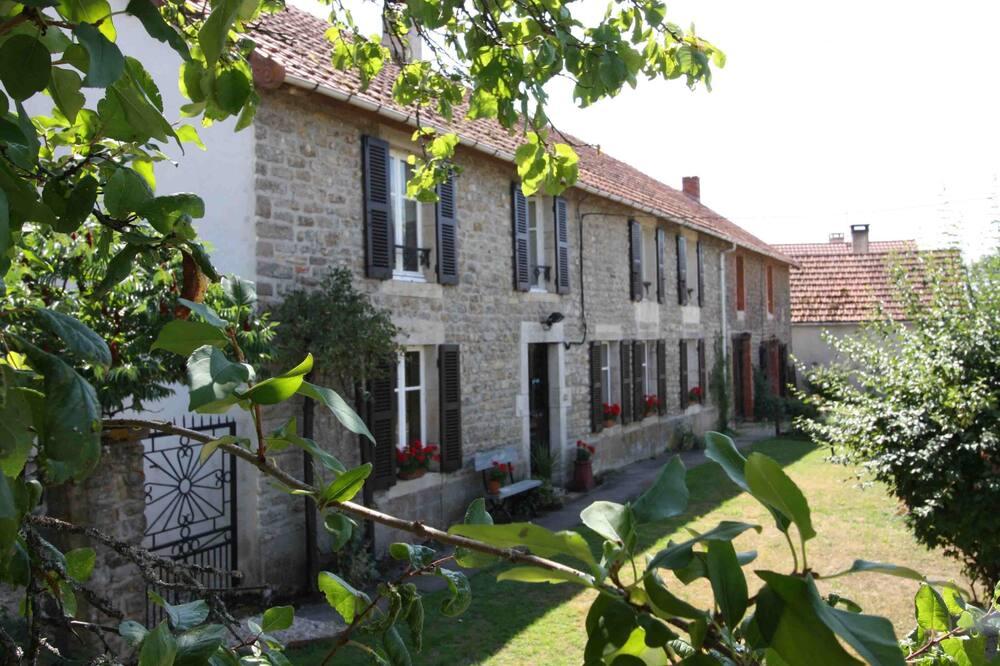 Maison De L'etang