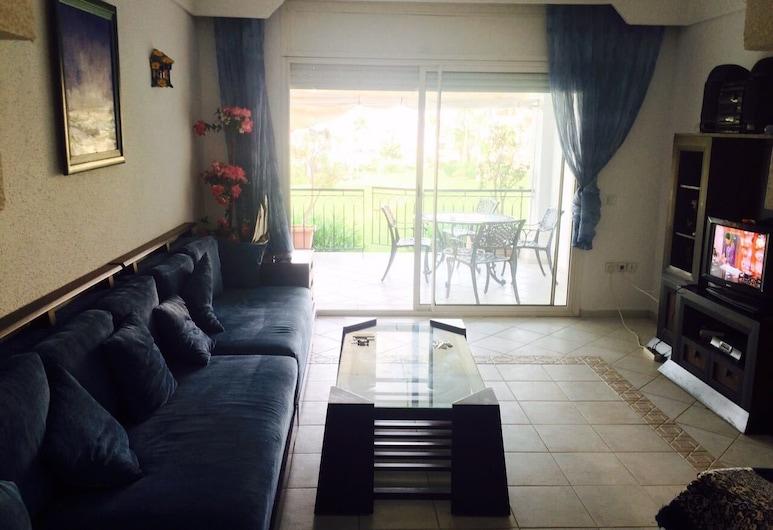 APP HRK, Oulad Khallouf, Apartment, 2 Bedrooms, Garden View, Living Area