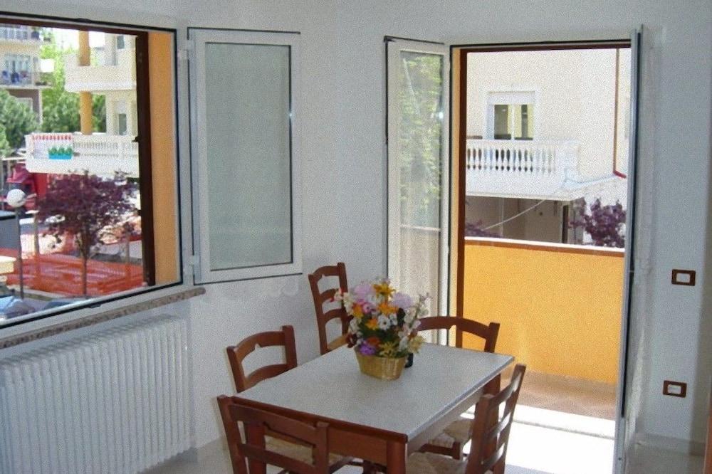 Apartment, 2 Bedrooms (Trilo 2) - Living Area