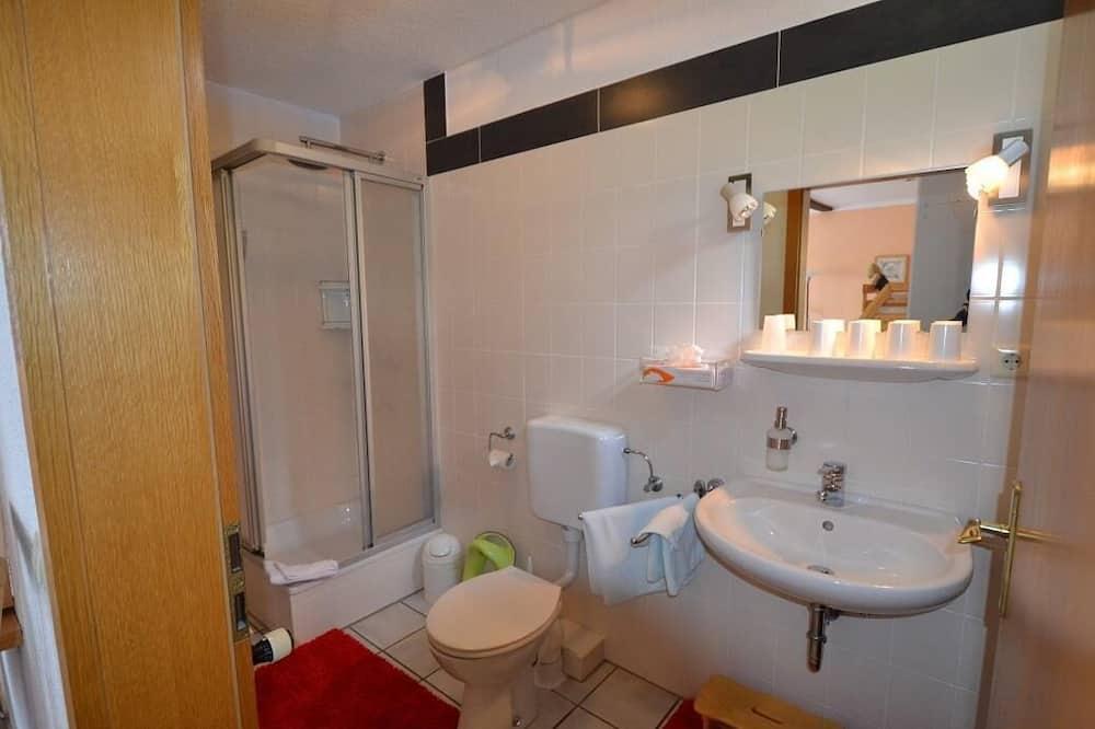 Dvivietis kambarys (2 viengulės lovos), balkonas - Vonios kambarys
