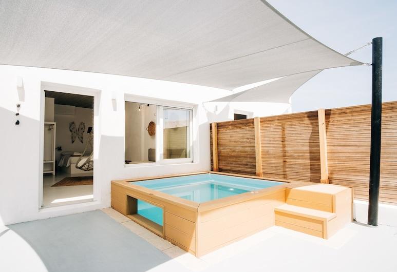 Mesanto Luxury Suites, Thira