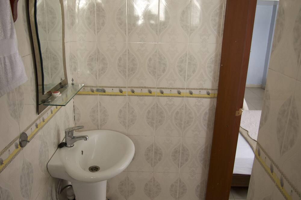 Standard Single Room, Non Smoking, Bay View - Bathroom Sink
