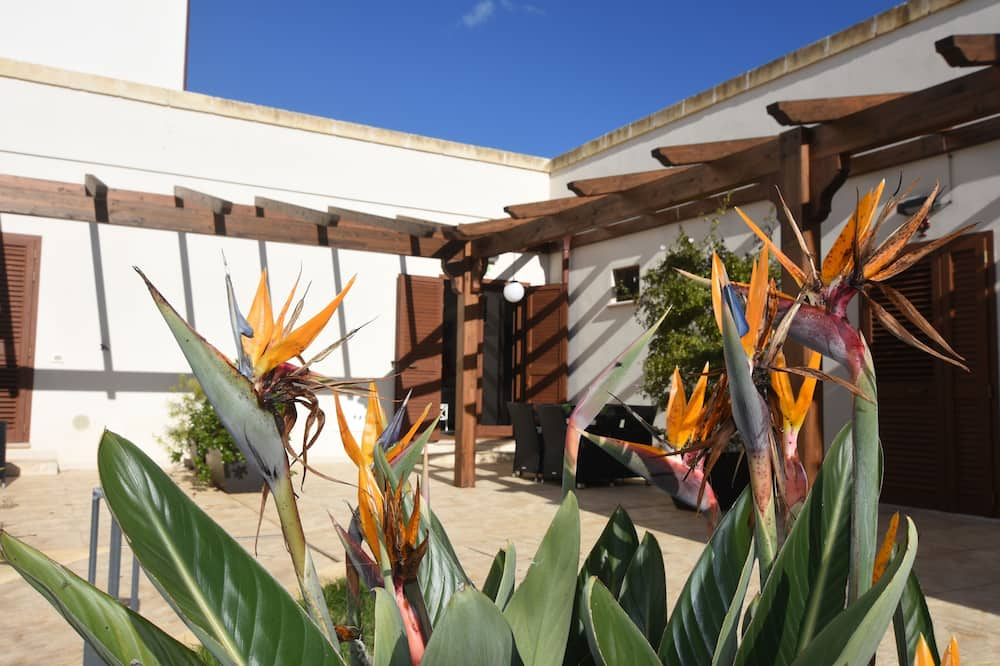Семейные апартаменты, вид на сад (Fico) - Терраса/ патио