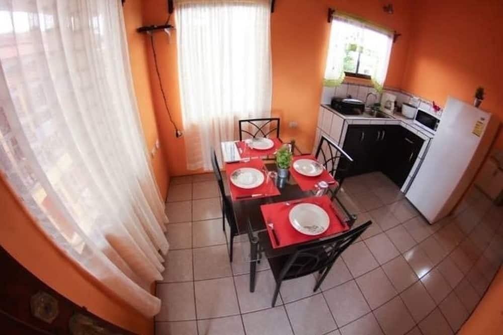 Apartment, 2 Bedrooms, Mountain View (2nd Floor) - Tempat Makan dalam Bilik