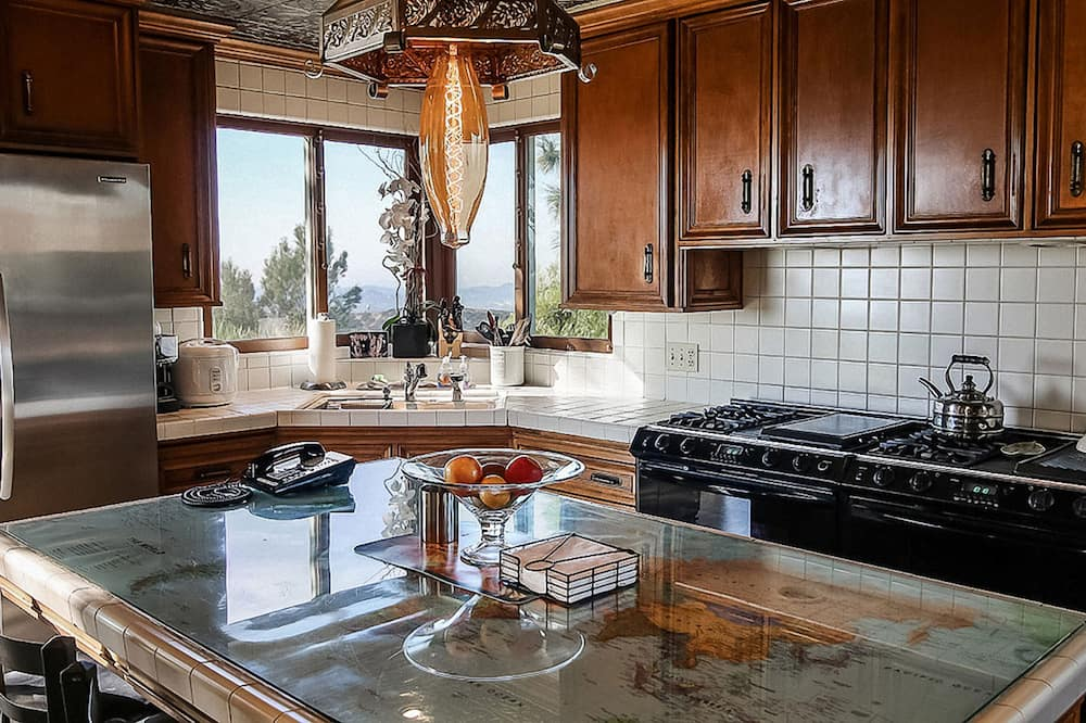 Fit for a King - Shared kitchen