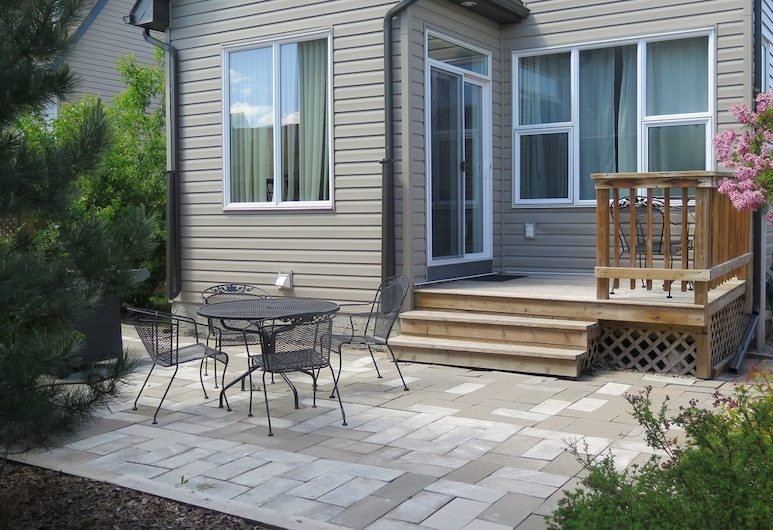 Short Term Furnished - Utilities Included, Calgary, Hus, flere senger (Short Term Furnished  - Utilities Inc), Balkong