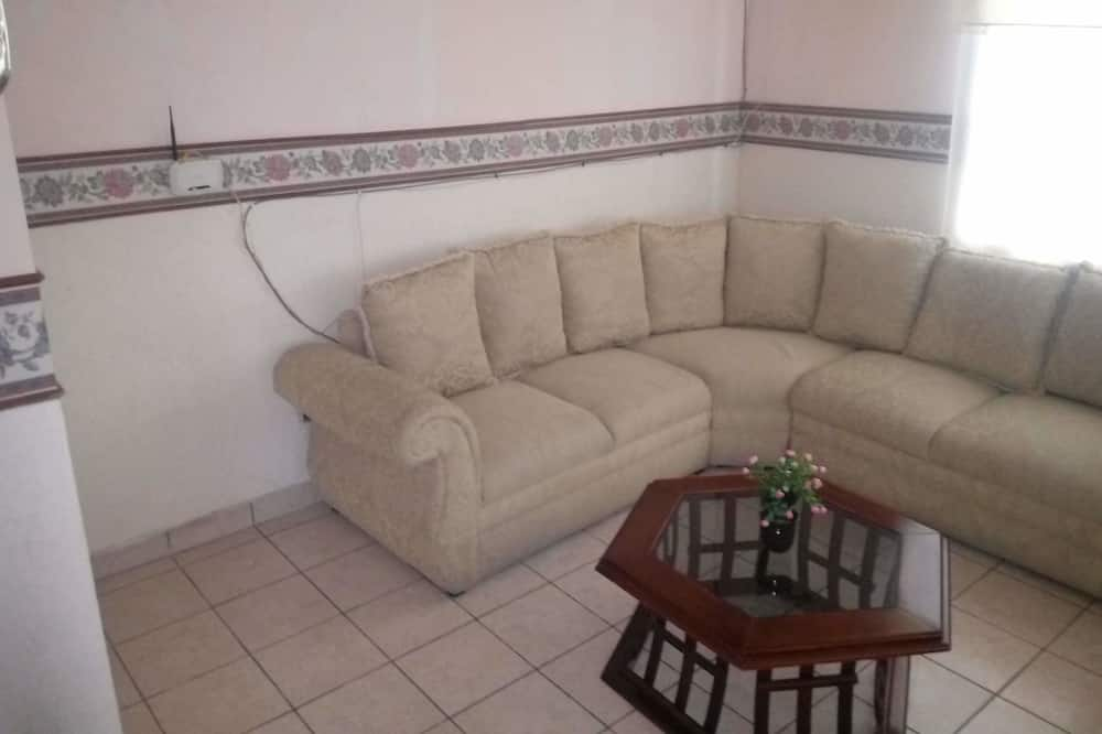 Family Apartment, Multiple Beds, Non Smoking - Living Area