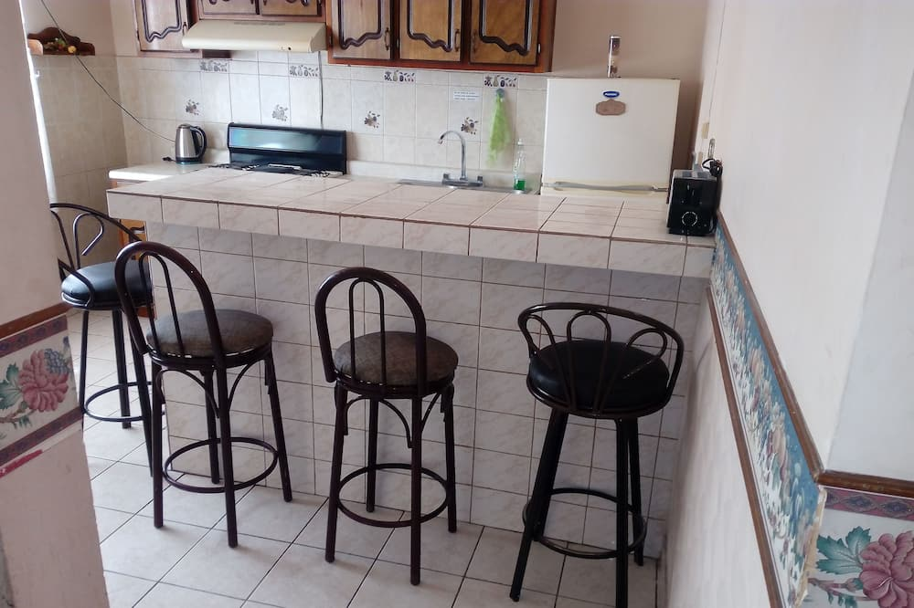 Family Apartment, Multiple Beds, Non Smoking - Shared kitchen