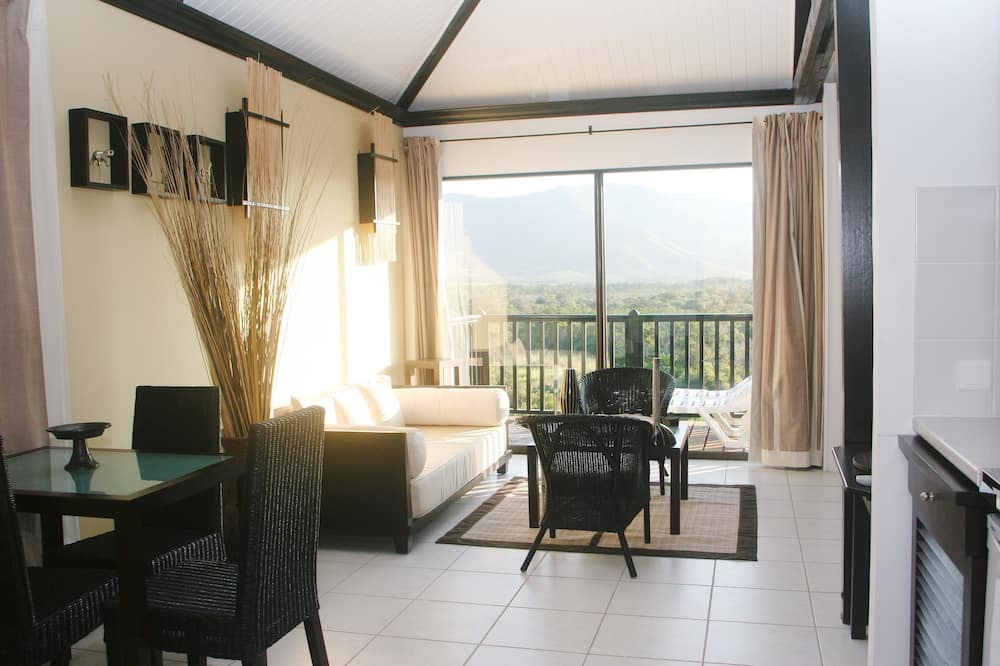 Deluxe Bungalow, 1 King Bed, Accessible, Mountain View - Living Area