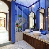 共用宿舍, 男女混合宿舍 (Aqua) - 浴室