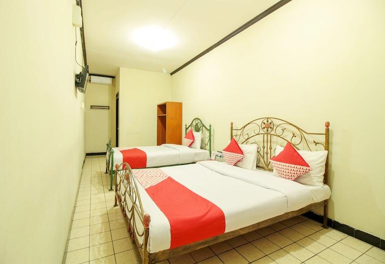 OYO 249 Hotel Astria Graha, Bandung, Perhesviitti, Vierashuone