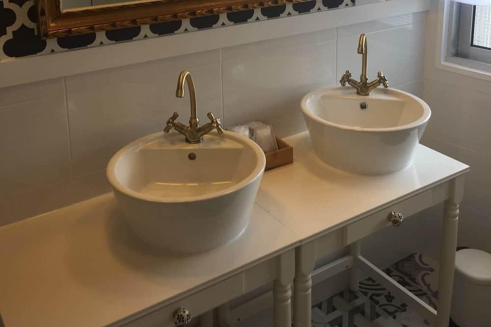 Twin Room, Shared Bathroom - Bathroom Sink