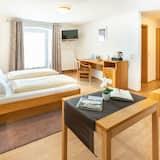 Dvivietis kambarys, 1 labai didelė dvigulė lova ir sofa-lova, balkonas - Svetainės zona