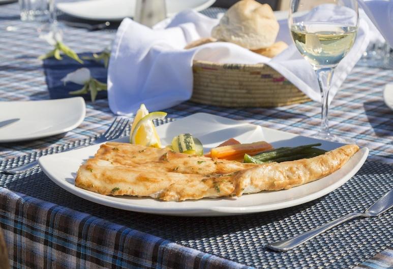馬納菲菲海灘和雨林旅館, Sainte-Luce, 室外用餐