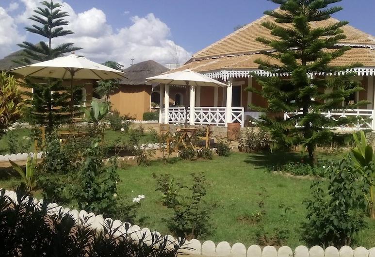 Hotel Tsienimparihy, Ambalavao, Vista frontal de la propiedad