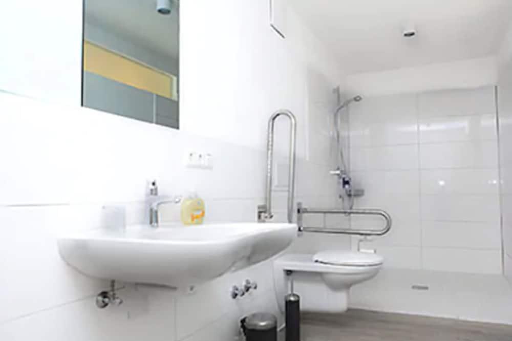 Двухместный номер с 1 двуспальной кроватью, для людей с ограниченными возможностями - Ванная комната