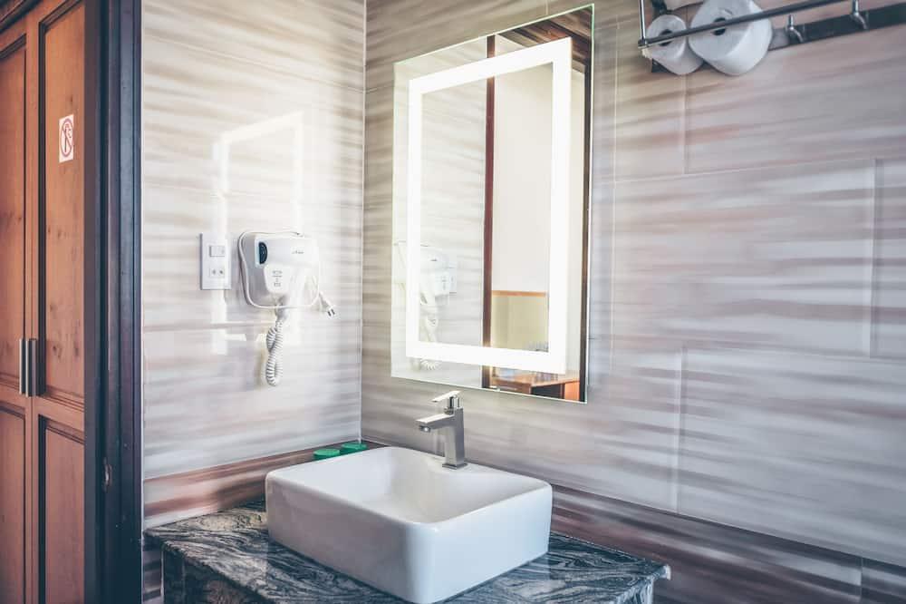 Luxury - neljän hengen huone - Kylpyhuone