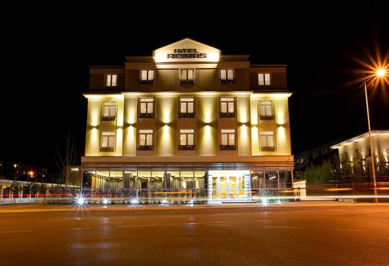 هوتل ريسورس, بودغوريكا, واجهة الفندق - مساءً /ليلا