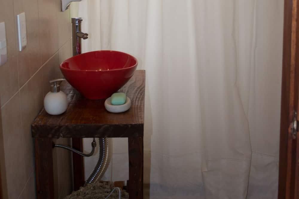 Dobbeltrom – traditional, 1 kingsize-seng, ikke-røyk, utsikt mot hage - Bad