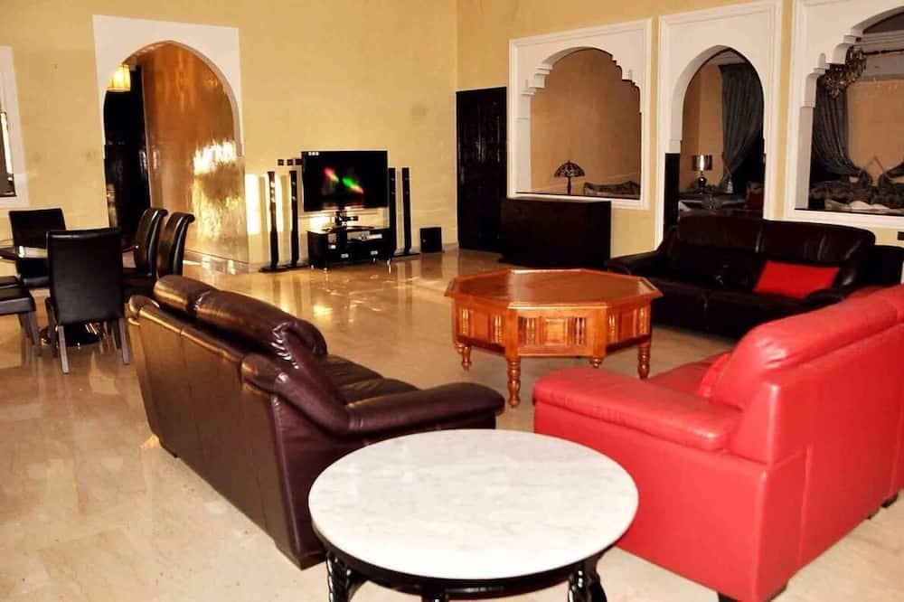 Vila typu Superior, více ložnic, soukromý bazén - Obývací pokoj