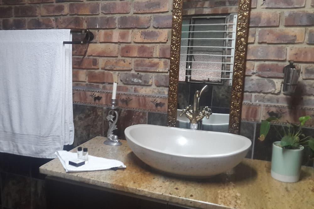 Family Room - Sink Bilik Mandi