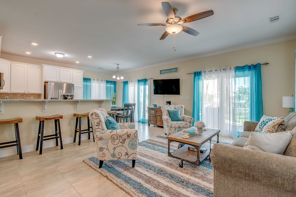 House, 4 Bedrooms, Private Pool (3 Bathrooms - A Wave From It All) - Living Area