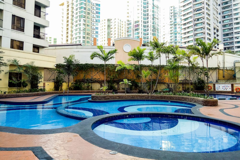 Forbestown Place at the Fort BGC n/ St. Luke's and Burgos Circle