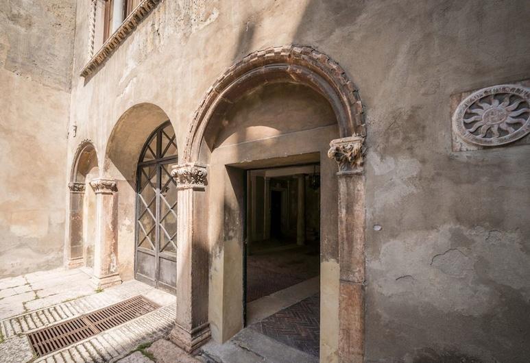 Bright Apartments Verona - Cattaneo Historical, Verona, Property entrance