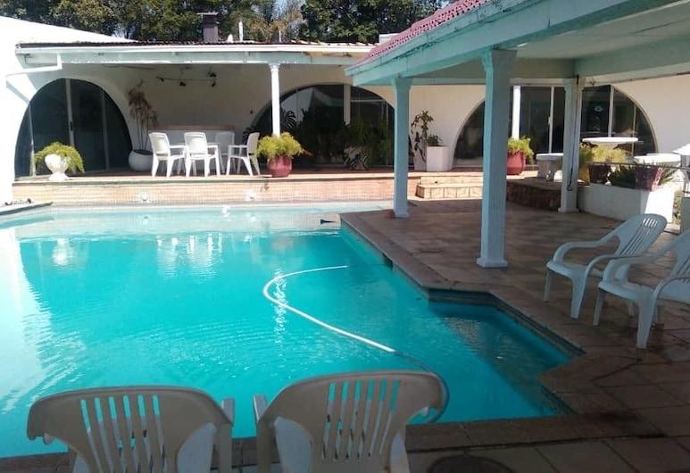 11 Eland Guest House, Kempton Park, Vonkajší bazén