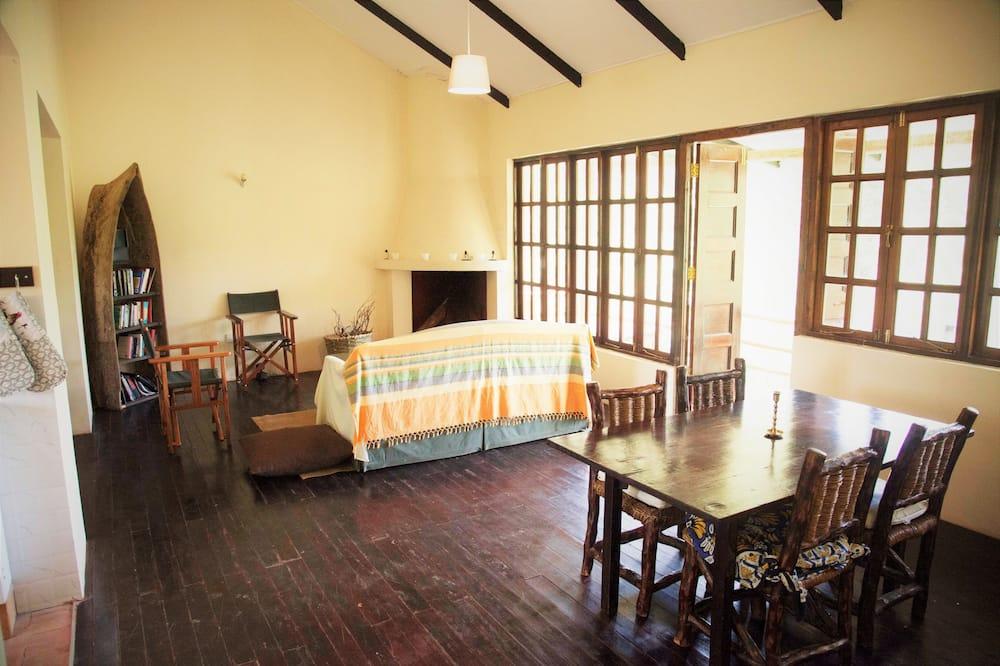 Casa de campo familiar, Varias camas, vista al río (2) - Sala de estar