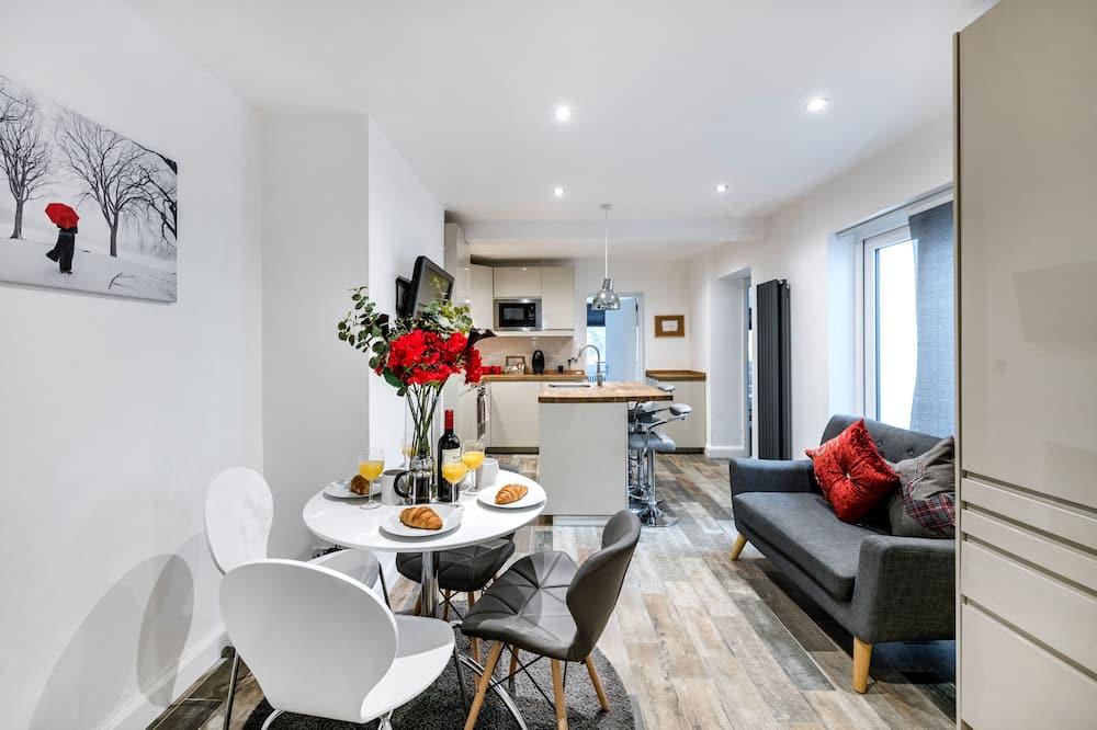 Luxury 2-Bedroom Apartment - Living Area